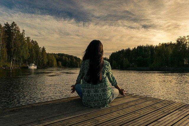 人混みスピリチュアル瞑想