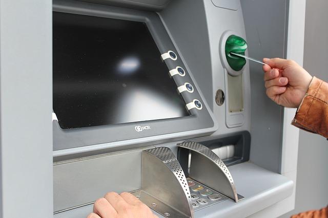 コンビニ買い物貧乏ATM