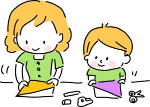 幼稚園帰宅後子供と一緒に遊ぶ